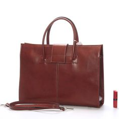 #aktovka #kabelka Hnědá  luxusní dámská kožená aktovka - kabelka ItalY. Potřebujete do práce kabelku a zároveň spisovku či aktovku? Kabelka Gabriela je přesně to co hledáte. Nabídne vám spoustu místa na dokumenty či notebook (s max. rozměry 31 x 25 cm), ale ne na úkor designu. Je velice reprezentativní a voňavá kůže ji dodává na luxusu. Zapíná se po celé délce zipem, uvnitř je dělená přihrádkou na zip, dále nabídne několik kapsiček včetně poutek na propisky.