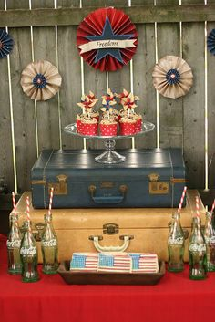Cammi Lee Events: Party Inspiration: Vintage WWII Inspired of July Dessert Table via 89 Wishes 4. Juli Party, 4th Of July Party, Fourth Of July, 1940s Party, Decade Party, Retro, American Party, Party Fiesta, 4th Of July Desserts