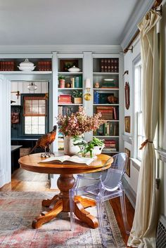 Home Tour // A Historic Colonial Revival in Delaware full of Charm and the Best Thrifted Finds — The Grit and Polish tour the charming historic home of Leigh and Ben Muldrow House And Home Magazine, Ideal Home Magazine, Country Home Magazine, Traditional House, Interior Design Traditional, Home Design, Design Design, Interiores Design, Cheap Home Decor