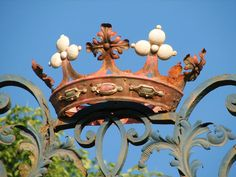 Crown topped gate. Rusty Garden, Iron Gates, Tiaras And Crowns, Crown Jewels, Garden Gates, Architectural Salvage, The Crown, Queen, Beautiful Gardens