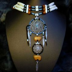 Two bears dreamcatcher choker by DreamweaverSpirit on Etsy, American Indian Crafts, Indian Costumes, White Sage Smudge, Native American Fashion, Beaded Necklaces, Prayer Beads, Dreamcatchers, Cherokee, Bracelet Watch