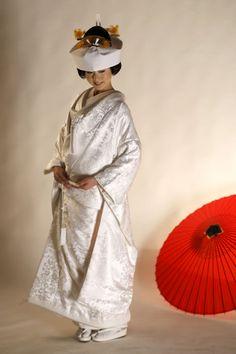 白無垢 - traditional bride headdress, but without the extra long over-kimono with the padded hem.