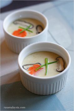 Chawanmushi (Japanese Steamed Egg Custard/茶碗蒸し) recipe - This dish is mostly ordered as an appetizer at Japanese restaurants. Chawanmushi is loaded with treasures that are buried at the bottom of the steamed egg custard. #japanese #custard
