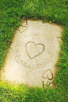 Alice in Wonderland garden theme. Ace of Hearts stepping stone. Garden Paths, Garden Landscaping, Garden Stones, Kid Garden, Garden Grass, Balcony Garden, We All Mad Here, Alice In Wonderland Garden, Ace Of Hearts