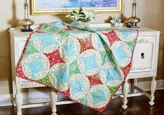 Free sewing and quilting pattern made from fabric from Dena Designs' Merry Mistletoe collection by FreeSpirit.