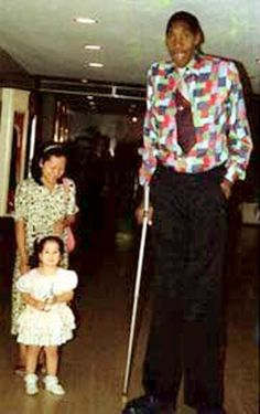 Gabriel Estêvão Monjane (1944 – 1990) is one of only a dozen individuals in medical history to have reached 8 feet or more in height. He remains perhaps the tallest African yet known.The Guinness Book of World Records stated that he was the tallest living man in their 1988 edition. Gabriel Monjane died in January 1990 after a fall at his home (supposedly from the stairs), after which Suleiman Ali Nashnush, another African, became the tallest living man.