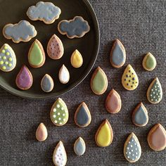Cloud and rain cookies. Have you noticed that I have pinned a bunch of cookies for you that are unaffiliated with any holiday? Just random cookies, for any day. Galletas Cookies, Cute Cookies, Sugar Cookies, Drop Cookies, Cupcakes, Cute Food, Yummy Food, Cuisine Diverse, Think Food