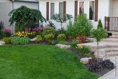 Idées De Jardins Devant La Maison Idee Amenagement Jardin Devant Maison Xhr - Napanonprofits Garden Styles, Backyard Landscaping, Landscaping Ideas, Landscape Design, Facade, Lawn, Sidewalk, Gardening, Brisson