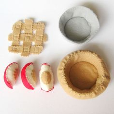 Felt Play Food Apple Pie Assembly Toy Set by bugbitesplayfood Play Kitchen Food, Play Kitchens, Felt Diy, Felt Crafts, Diy For Kids, Crafts For Kids, Pretend Food, Pretend Play, Felt Food Patterns