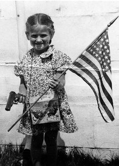 You never get to see true patriots like this little girl anymore. | 40 Pictures That Show Just How Much The World Has Changed