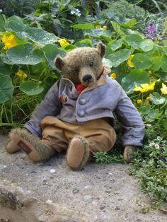 ♥ Thomas teddy bear by German artist Marie Robischon Old Teddy Bears, Antique Teddy Bears, We Bear, Bear Doll, Bear Art, Soft Sculpture, Cuddles, Felt Animals, Rabbits