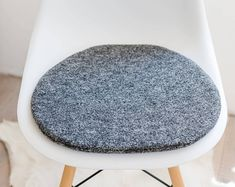 Seat cushion for Eames chair in grey Panton Chair, Eames Rocking Chair, Grey Desk Chair, Diy Chair, Old Chairs, Eames Chairs, High Chairs, Desk Chairs, Black Chairs