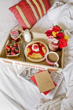 This Valentine's Day, surprise your sweetie with a romantic breakfast in bed… Breakfast And Brunch, Romantic Breakfast, Breakfast Tray, Birthday Breakfast For Husband, Mothers Day Breakfast, Brunch Recipes, Breakfast Recipes, Breakfast Ideas, Valentines Breakfast