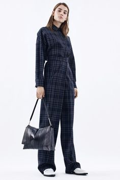 See the complete Jil Sander Pre-Fall 2016 collection.