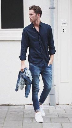 Die: Sneakers + Washed Blue Jeans + Navy Simple Shirt