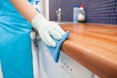 Så får du skinande rent med det du har hemma. Klassiska husmortstips där du rengör med ketchup, ättika och kallt vatten – mirakelmedel mot smuts och fläckar!
