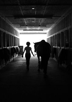 Early mornings in the barn, the morning ride watching the sun rise....ahhh I miss that part of my life!!