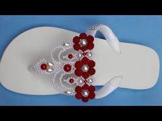 Diy Hair Bows, Diy Bow, Flip Flop Craft, Bridal Flip Flops, Decorating Flip Flops, Wedge Wedding Shoes, Beaded Bracelets Tutorial, Crochet Sandals, Bling Shoes