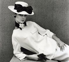 Jean Shrimpton in YSL [straw boater by Otto Lucas] Photo by John French, Sixties Fashion, Retro Fashion, Vintage Fashion, Yves Saint Laurent, Suzy, Otto Lucas, Caroline Reboux, Jean Shrimpton, Vestidos