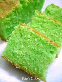 Peng's Kitchen: Pandan Sugee Butter Cake Sugee Cake, Bread Cake, Cupcake Cakes, Cupcakes, Buko Pandan Cake Recipe, Vanilla Butter Cake Recipe, Butter Cakes, Pandan Chiffon Cake, Malaysian Dessert
