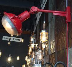 http://anciellitude.fr/wp-content/uploads/2017/09/IMG_1143.jpg - applique rouge - http://anciellitude.fr/applique-rouge/ - #appliqueindustrielle #walllamp #appliquedeployable #lampe #applique #rouge #red #forsale #acier #patine #furniture #architecture #mobilierindustriel #old #ancien #lamp #industrial #design #deco #vintage #anciellitude #pucesdesaintouen #parisfleamarket #marchepaulbert #paulbertserpette #allee1 #paris