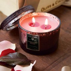 Perfect lovely smelling Vday candle: Champagne Rose Candle #oliveandcocoa