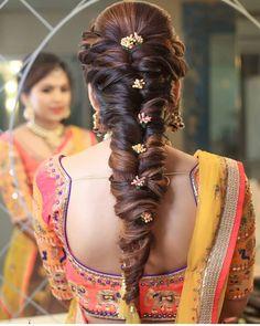 Wedding hairstyles updo messy easy ideas for 2019 Indian Wedding Hairstyles, Bride Hairstyles, Hairstyles Haircuts, Cool Hairstyles, Flower Hairstyles, Trending Hairstyles, Hairdos, Engagement Hairstyles, Bridal Hairdo