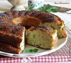 Da servire come antipasto o per pranzo? Decidete voi, in ogni caso questa Ciambella di zucchine e ricotta gustata fredda, è una vera delizia!