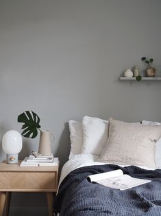Simple grey bedroom with linen bedding. Simple ways to spruce up your bedroom this summer, with Houseology [AD] Interior Simple, Diy Interior, Home Interior Design, Stylish Interior, Gray Bedroom, Trendy Bedroom, Bedroom Decor, Bedroom Simple, Master Bedroom