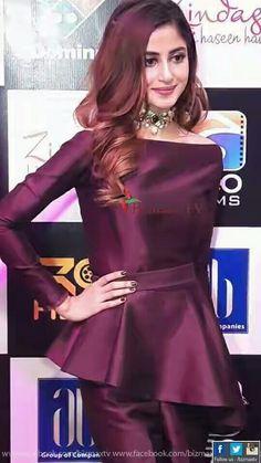 Sajal Ali at Zindagi Kitni Haseen Hay (Karachi Premiere) Pakistani Fashion Party Wear, Pakistani Wedding Outfits, Pakistani Dress Design, Indian Fashion, Stylish Dresses For Girls, Stylish Girl Images, Pakistani Models, Pakistani Actress, Beautiful Pakistani Dresses