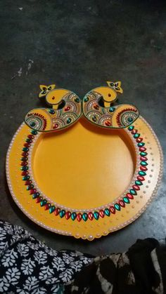 Arti Thali Decoration, Ganapati Decoration, Diwali Decorations At Home, Paper Decorations, Wooden Art, Wooden Crafts, India Crafts, Trousseau Packing, Wedding Gift Wrapping
