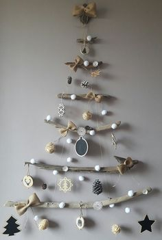 Wall Hanging Christmas Tree, Christmas Trees For Kids, Christmas Window Decorations, Alternative Christmas Tree, Christmas Tree Crafts, Christmas Mood, Outdoor Christmas, Xmas Tree, Christmas Sweets