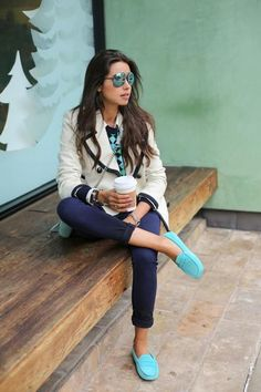 I don't know what it is about this outfit, but I love it. I think I love the dressy blazer paired with leggings, a casual top and bright shoes.