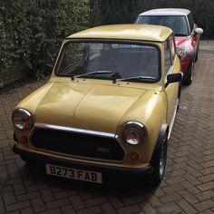 Both mini and MINI out #mini #newmini #bmw #austinmini #ukminis #classicmini #classiccar #british #retro #projectcar #mechanic #carsos #polish #autoglym #detailer #rover #morris #yellowmini #80s #rust #oil #greasemonkey #nofilter