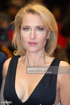 Actress Gillian Anderson attends the 'Viceroy's House' premiere during the Berlinale International Film Festival Berlin at Berlinale Palace on February 2017 in Berlin, Germany. Beautiful Women Over 50, Beautiful Celebrities, Beautiful Actresses, Beautiful Redhead, Dana Scully, Gillian Anderson, Festival Photo, Actrices Sexy, Bffs