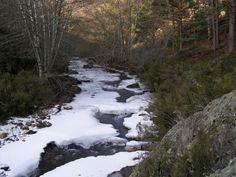 Río vestido de invierno.