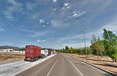 Dos jóvenes heridos tras colisionar el ciclomotor que conducían contra un camión