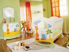 décoration chambre bébé, intérieur radiant, girafes, oursons et éléphants