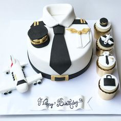 Birthday Cakes For Men, Airplane Birthday Cakes, Airplane Cakes, Planes Cake, Cake For Boyfriend, Pilot Gifts, Buttercream Cake, Love Cake, Themed Cakes