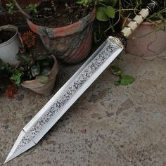 Gladius Sword, Roman Gladius, Roman Sword, Knife Template, Blacksmithing Knives, Pretty Knives, Viking Sword, Ninja Weapons, Sword Design