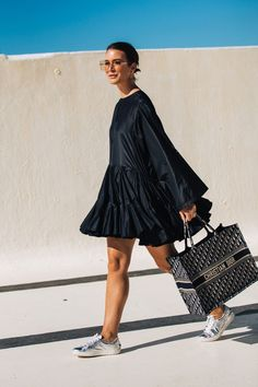 The street styles from Australia Fashion Week, Resort 2020 - Street Style Fashion Moda, Look Fashion, Fashion Outfits, Fashion Tips, Fashion Trends, Fashion Weeks, Daily Fashion, Fashion Styles, Stylish Outfits