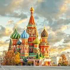 Cualquier viaje de turismo a Rusia debe incluir la visita a dos de sus principales ciudades: Moscú y San Petersburgo. Su belleza y la multitud de secretos que guardan no dejan indiferente a ningún viajero. #Russia #saintpetersburg #saintp #the #spbgram #s #spb_planet #spb_petersburg #dia #Rusia #nature_spb #natgeo #spb_live #buenosdias #nature