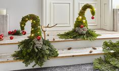 Make gnomes out of fir and moss - During my research for Christmas decorating ideas, I came across these cute elves made of fir and m - Christmas Mood, Christmas Wreaths, Christmas Decorations, Xmas, Christmas Ornaments, Holiday Decor, Christmas Gifts For Kids, Navidad Diy, Pine Branch