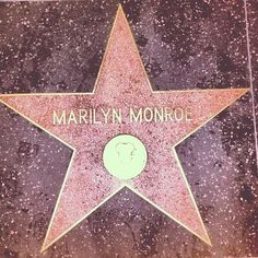 Marilyn Monroe's star on The Hollywood Walk of Fame Marilyn Monroe And Audrey Hepburn, Marilyn Monroe Photos, Marylin Monroe, Pink Poodle, Celebrity Skin, Candle In The Wind, California Love, Norma Jeane, Oui Oui