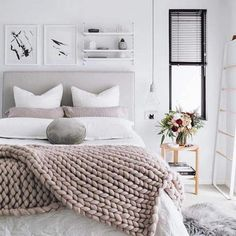 What a great way of blending Scandinavian and Minimalist. The combination of neutrals, pinks and whites really helps enhance the minimalistic aspect of the room.