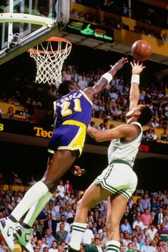 Los Lakers apostaron por Michael Cooper en la posición 60 del draft. El escolta se convirtió en uno de los mejores defensas de los angelinos de los ochenta. Ganó cinco títulos de la NBA.