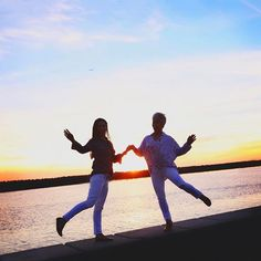 That California evening as the sun was setting, with my darling blogger friend, @petitestylescript was just a little bit on the FUN side! I'm talking more about her on my blog today!!!!! . . . #bloggers #friendship #friends #girlfriends #shesamazing #sunset #silouettes #havingfun #ageisjustanumber #chicover50 #bloggerstyle #bloggerfriends #onmyblog #girlsjustwannahavefun #play #california #instafriends #instafun #instahappy #instamoment #xoxo