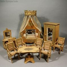 Antique dolls house bedroom furniture , French antique bedroom Badeuille , Antik miniature Schlafzimmer