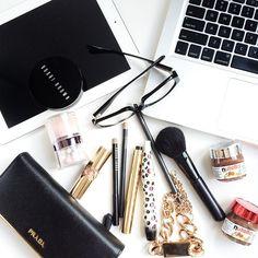 FlatLay Make-up // Bobbi Brown // Brushes - Yves Saint Laurent.