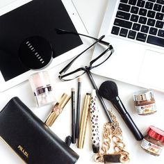 FlatLay Make-up // Bobbi Brown // Brushes - Yves Saint Laurent.